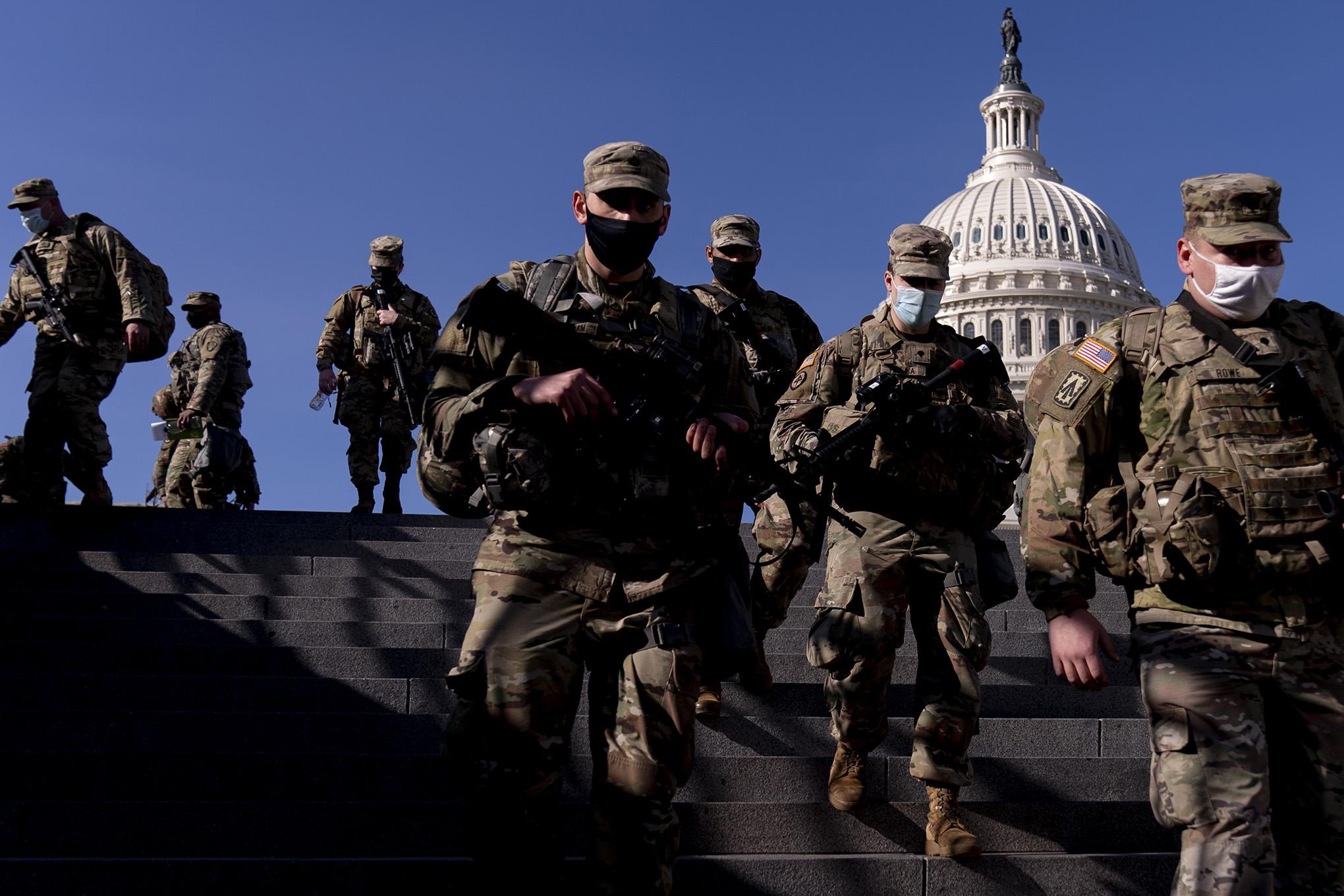 Atención! Arrestan a hombre fuertemente armado cerca del Capitolio en  Estados Unidos