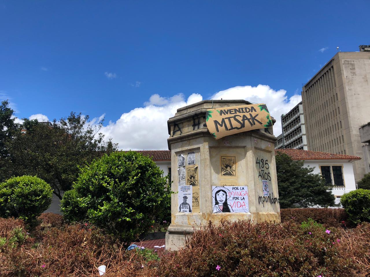 Retiran estatua de Dilan Cruz que fue puesta en donde se encontraba la de  Gonzalo Jiménez de Quesada