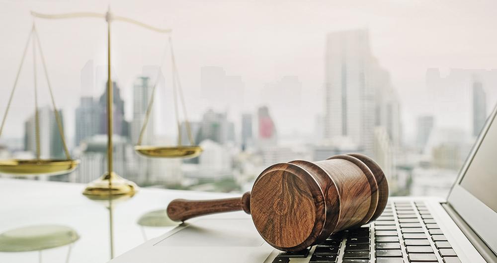 El uso de tecnologías digitales está ayudando en la modernización del derecho, así como a atender nuevas fuentes de litigios como las redes sociales.