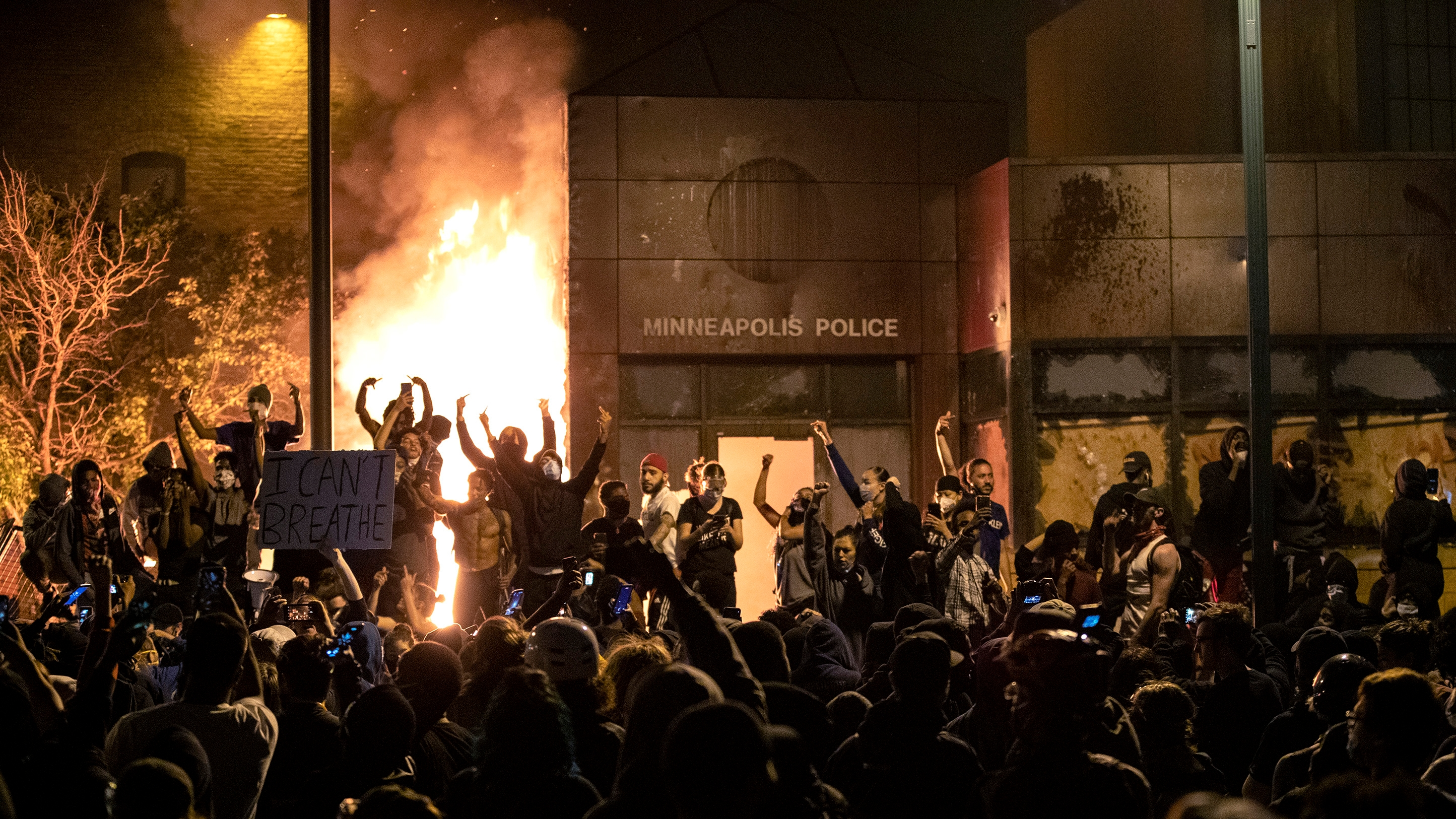 Minneapolis protests escalate amid George Floyd's death, police ...
