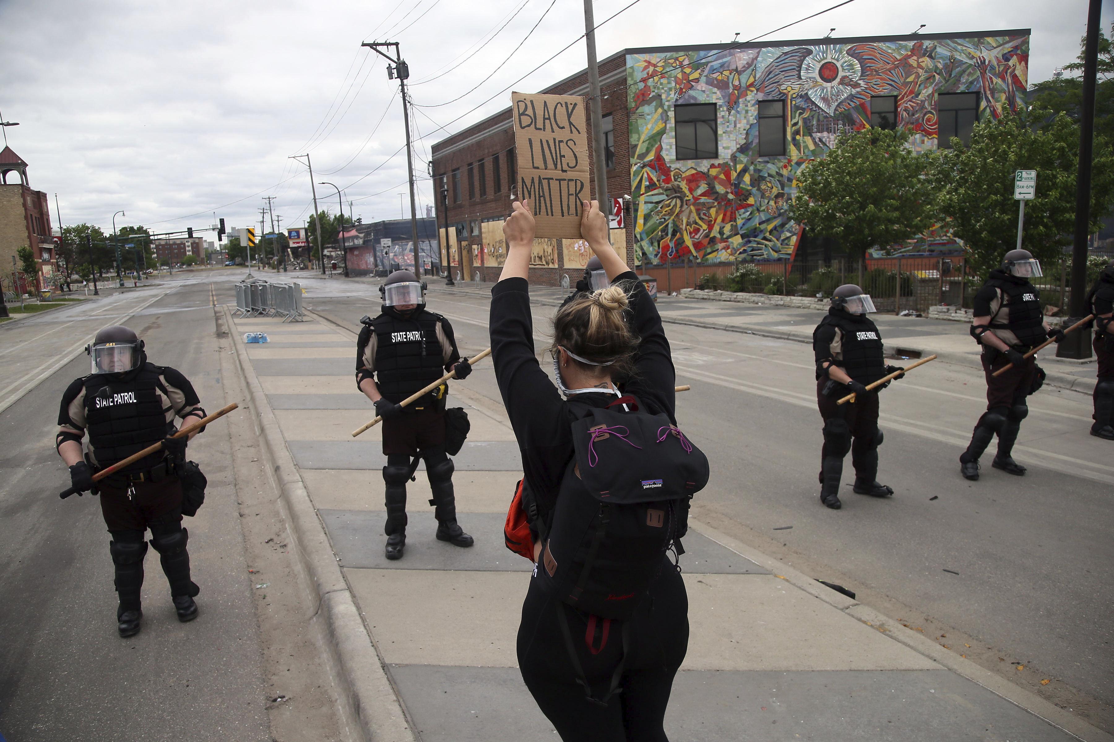 Minneapolis police station ransacked ...