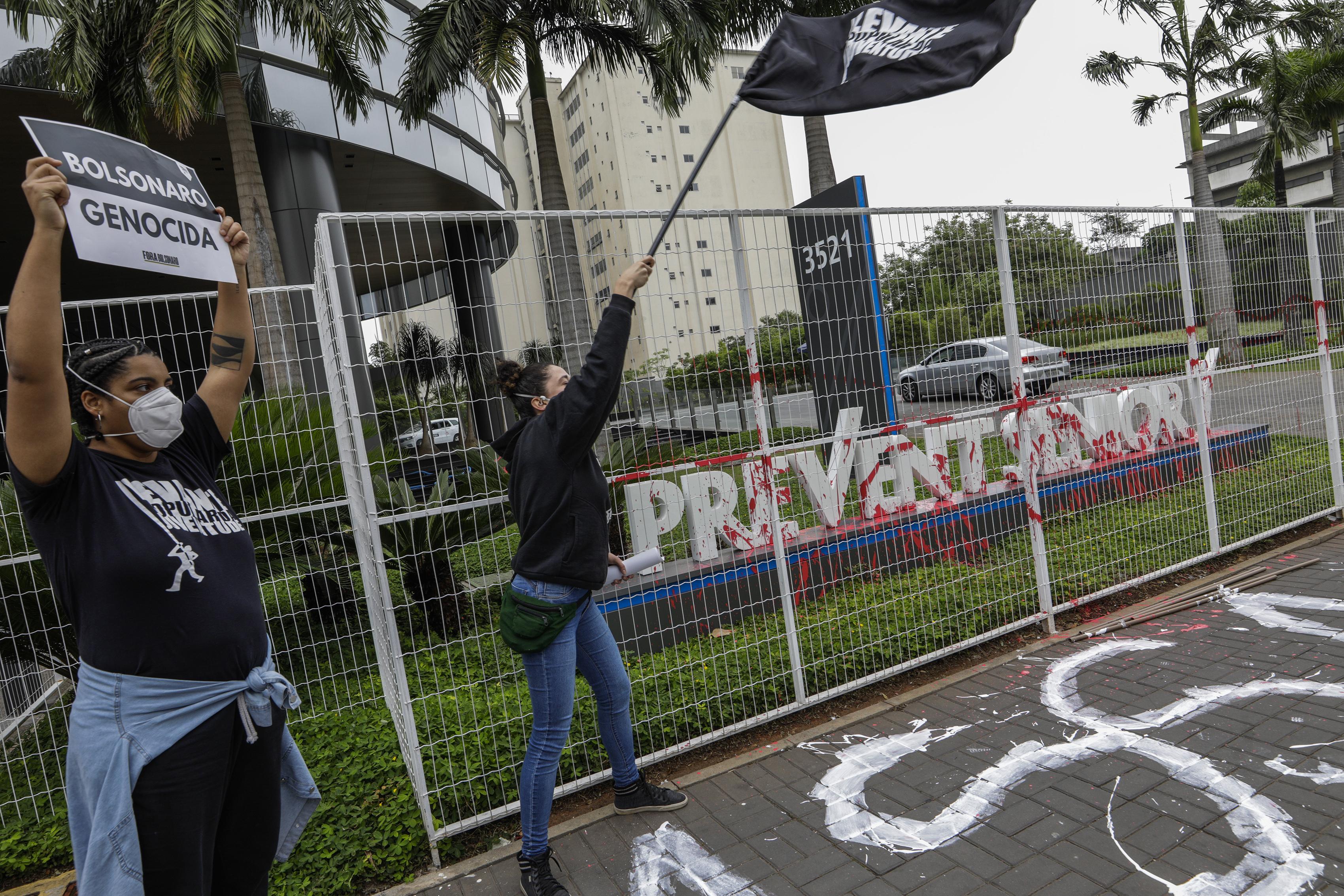 Médicos en Brasil denuncian atención poco fiable al COVID-19