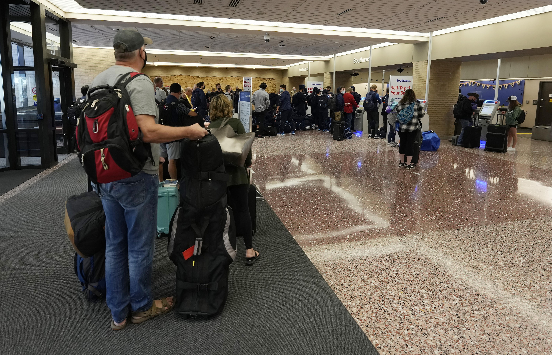 Southwest Airlines extiende cancelaciones de vuelos el lunes